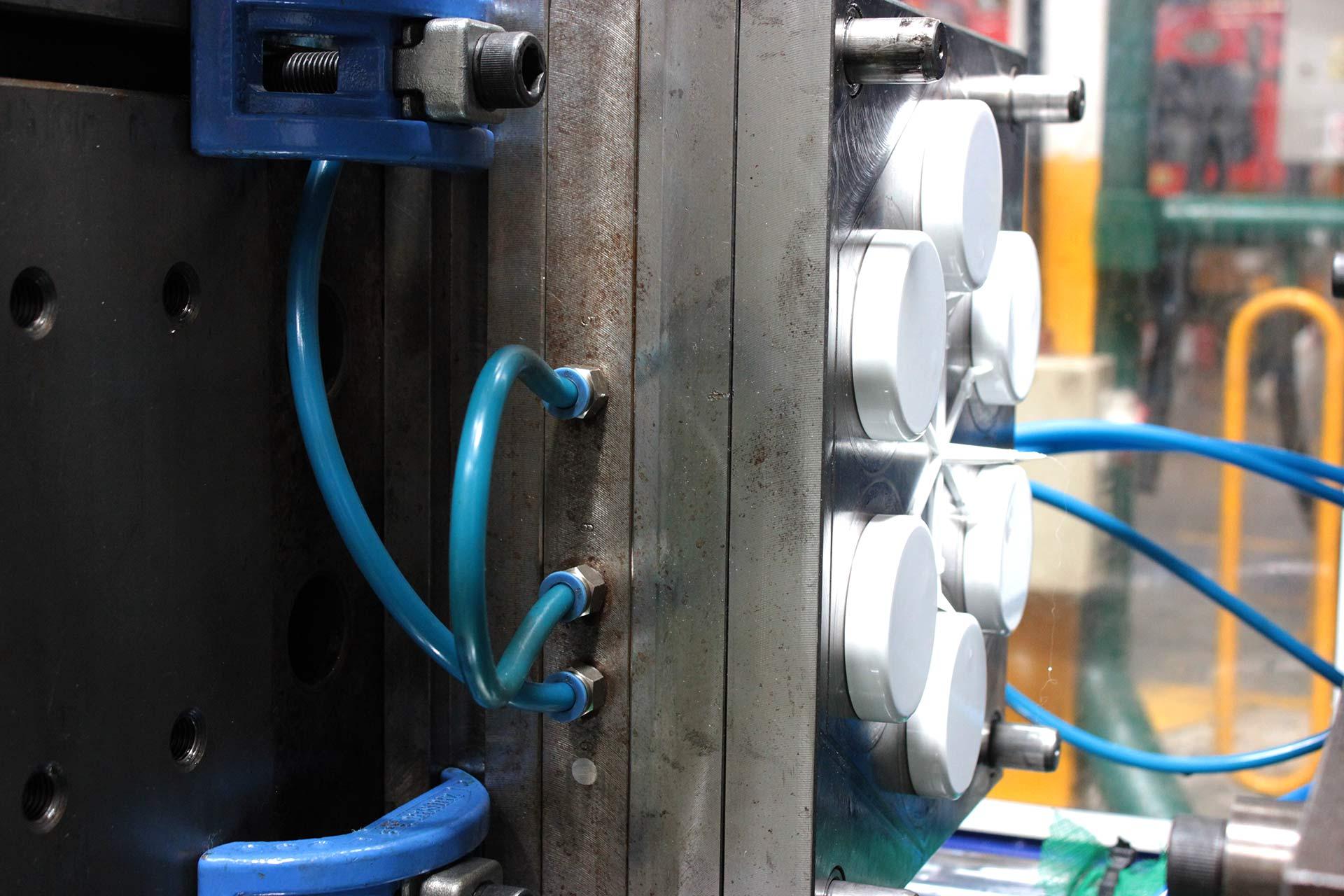 Moldeo por Extrusión Soplado e Inyección de Envases y Tapas