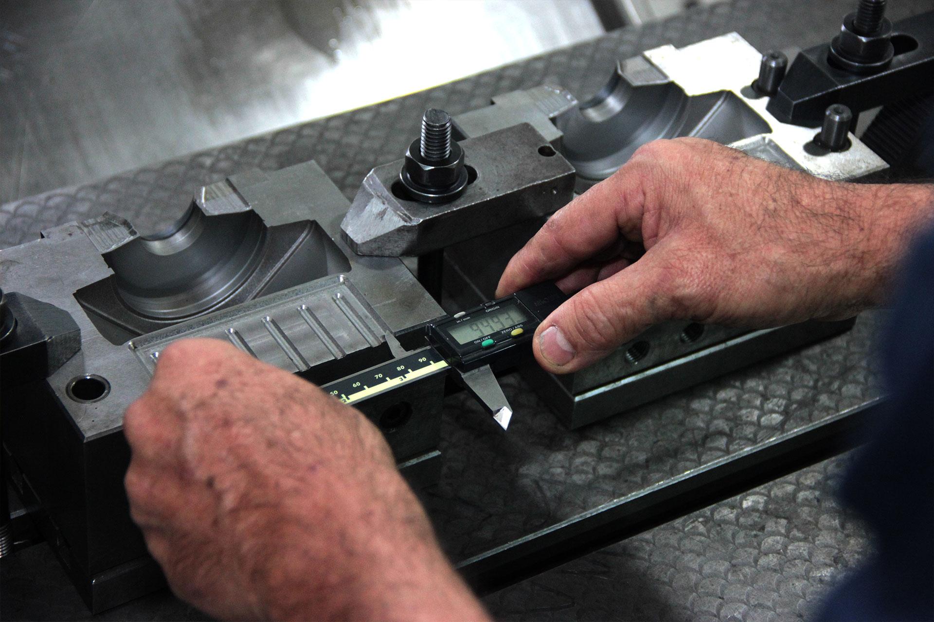 Diseño y Fabricación de Moldes